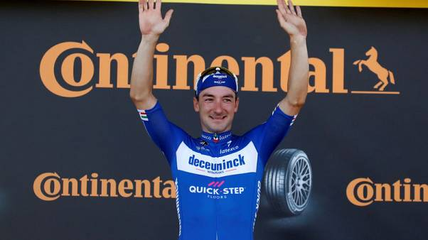 فيفياني يفوز بالمرحلة الرابعة لسباق فرنسا للدراجات