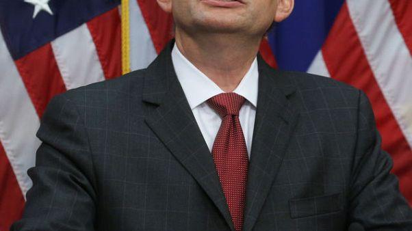 وزير العمل الأمريكي يدافع عن قرار اتخذه في قضية قبل أكثر من عشر سنوات