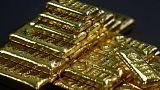 الذهب يهبط بعد قفزة مفاجئة للتضخم في أمريكا لكنه يتماسك فوق 1400 دولار للأوقية