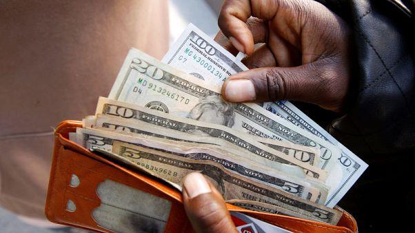 الدولار يهوي لأدنى مستوى في 5 أيام بعد تعليقات باول