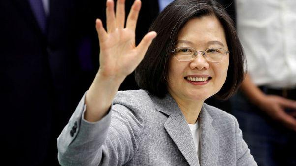 رئيسة تايوان تتوجه إلى الولايات المتحدة وتحذر من تهديد خارجي