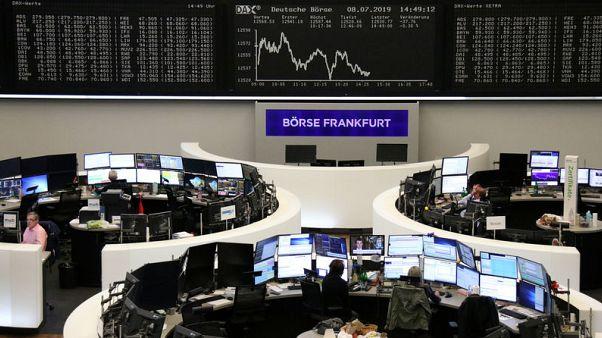 أسهم أوروبا مستقرة وتحذير أرباح دايملر يلحق الضرر بقطاع السيارات