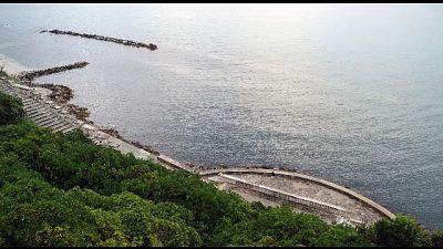 Ancona, ragazzina violentata in spiaggia