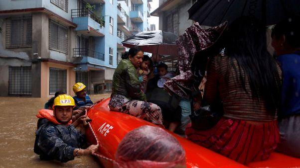 مقتل 15 وفقد 6 في فيضانات وانهيارات أرضية في نيبال
