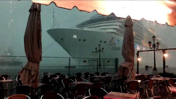 Nave sbanda a Venezia: CP aggiorna norme
