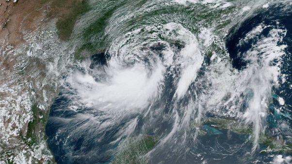 تحول الإعصار باري إلى عاصفة مدارية مع وصوله إلى لويزيانا الأمريكية