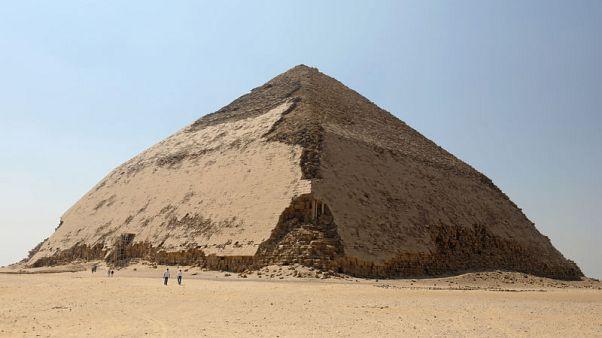 مصر تفتح الهرم المنحني للملك سنفرو في دهشور للزائرين