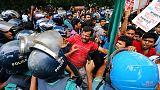 عشرات يشتبكون مع الشرطة خلال احتجاج في بنجلادش على رفع أسعار الغاز