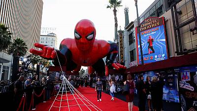 (سبايدر مان : فار فروم هوم) يحتفظ بصدارة إيرادات السينما في أمريكا الشمالية
