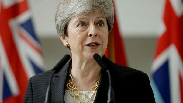 تيريزا ماي ترقص في آخر أيامها في منصب رئيسة وزراء بريطانيا