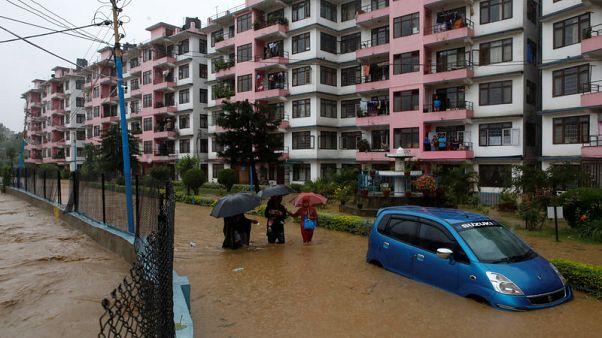 الفيضانات تشرد أكثر من 3 ملايين في الهند وتقتل 76 في نيبال وبنجلادش