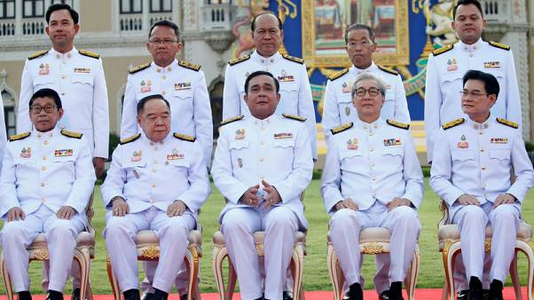 الحكومة الجديدة لقائد الانقلاب العسكري في تايلاند تؤدي اليمين