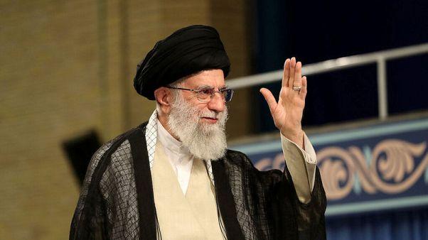 إيران تقول إنها ساعدت ناقلة نفط أجنبية معطلة في الخليج