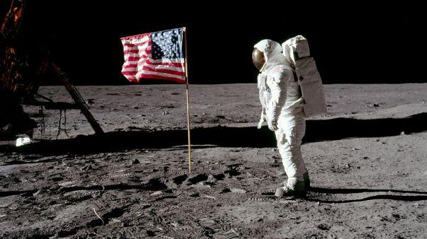 صخور القمر تلقي ضوءا جديدا على براكين الأرض