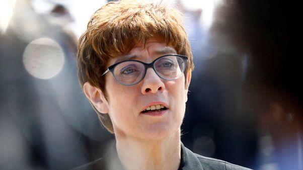 كرامب كارينباور تتولى وزارة الدفاع في ألمانيا تمهيدا لخلافة ميركل