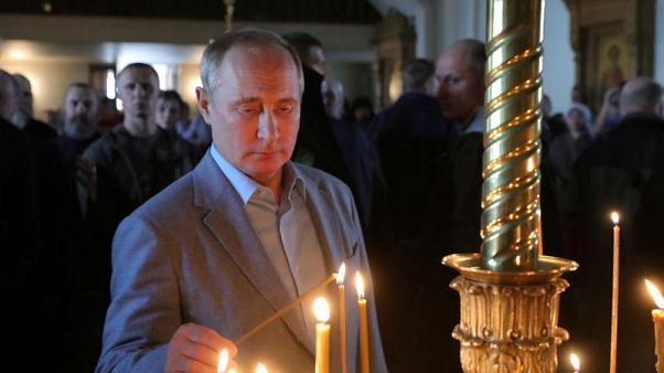 Russia's Putin extends passport offer to Ukraine citizens