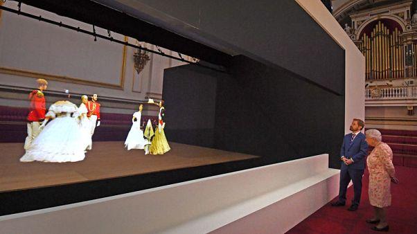 التقنية المتطورة تعيد قصر الملكة فيكتوريا للحياة في معرض صيفي