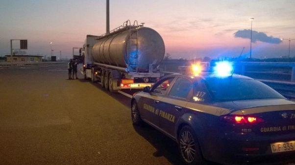 Scoperto vasto traffico gasolio