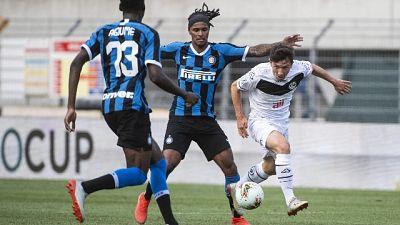 Inter, risentimento muscolare per Lazaro