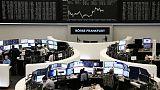 أسهم أوروبا تغلق منخفضة لكن آمال التيسير النقدي تقيد الخسائر
