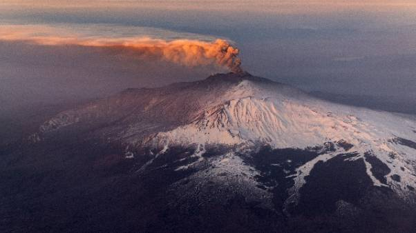 Etna: cala cenere, spazi aerei riaperti