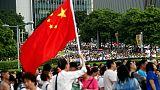 عشرات الآلاف ينظمون مسيرة مؤيدة للشرطة في هونج كونج ويطالبون بوقف العنف