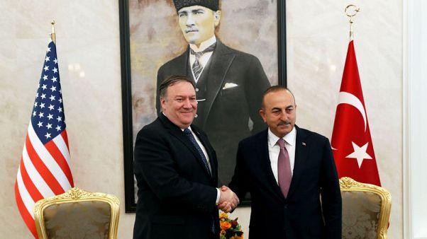 مصدر: وزير الخارجية التركي يبحث ملفي الدفاع وسوريا مع بومبيو