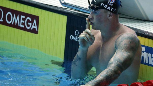 البريطاني بيتي يحطم الرقم العالمي لسباق 100 متر صدرا