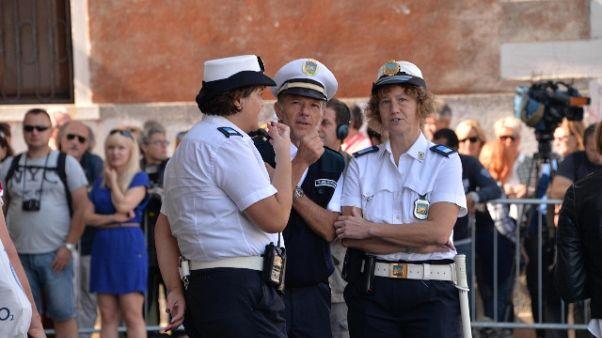 Venezia:turisti posteggiano bici,multati