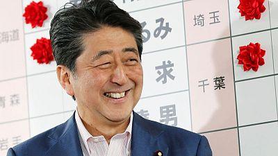 رئيس وزراء اليابان: الفوز في الانتخابات يظهر تأييد النقاش بشأن الدستور