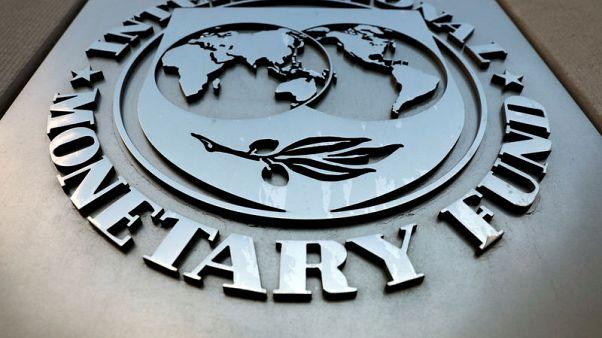 صندوق النقد يخفض توقعات النمو العالمي وسط ضبابية تجارية وبريطانية