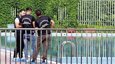 Morto in piscina, forse causa un tuffo