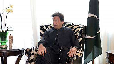 رئيس وزراء باكستان يقول إنه سيسعى لإقناع طالبان بالاجتماع مع الحكومة الأفغانية
