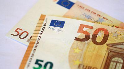 اليورو يهبط لأقل مستوى في شهرين بسبب بيانات اقتصادية قاتمة