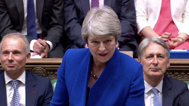 رئيسة وزراء بريطانيا لزعيم المعارضة: وقتك انتهى
