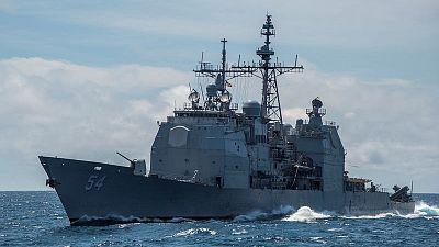 سفينة حربية أمريكية تبحر عبر مضيق تايوان وتثير التوتر مع الصين