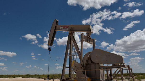 النفط يصعد بفعل توترات الخليج لكن مخاوف الطلب تكبح المكاسب