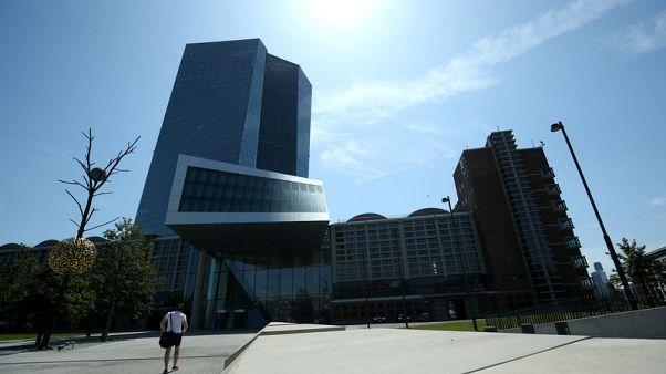 المركزي الأوروبي يفتح الباب أمام خفض الفائدة ومزيد من التيسير الكمي