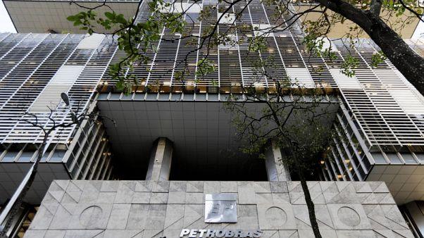 محكمة برازيلية تأمر بتروبراس بتزويد سفينتي حبوب إيرانيتين بالوقود