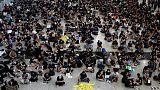 """محتجون يهتفون """"الحرية لهونج كونج"""" يتجمعون عند مطار المدينة"""