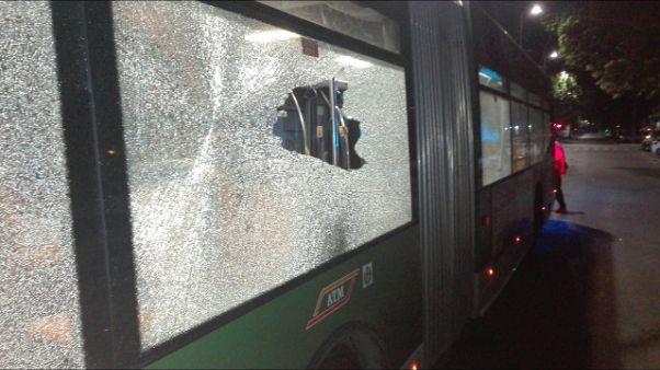 Spari contro filobus a Milano