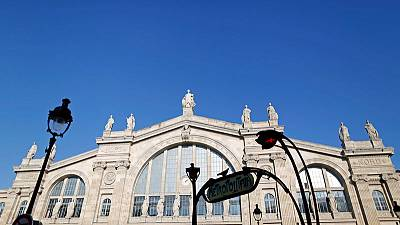 Power failure halts Paris-London Eurostar trains