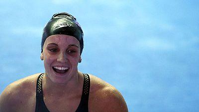 الأمريكية سميث تحطم الرقم القياسي العالمي لسباق 200 متر ظهرا سيدات