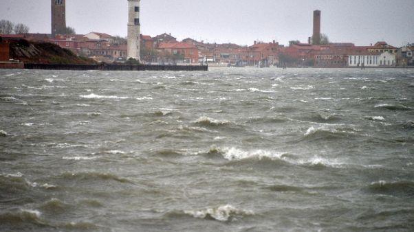 Kayak rovesciato a Venezia, un disperso
