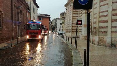 Verona, crolla parte tetto del Duomo