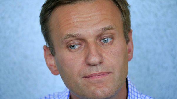 نقل المعارض الروسي نافالني للمستشفى واحتجاز نشط بارز