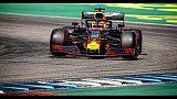 Red Bull Verstappen in testa a metà gara