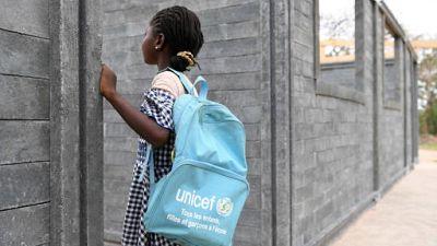 En Côte d'Ivoire, des briques en plastique recyclé pour construire des salles de classe (UNICEF)