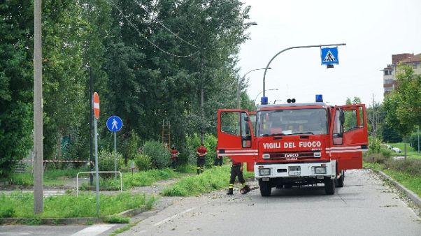 Rogo distrugge 33 mezzi raccolta rifiuti