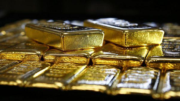 الذهب يتراجع مع ارتفاع الدولار والأنظار على المركزي الأمريكي